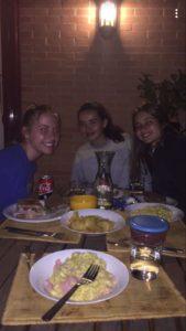 Anna W con su hermana española y amiga